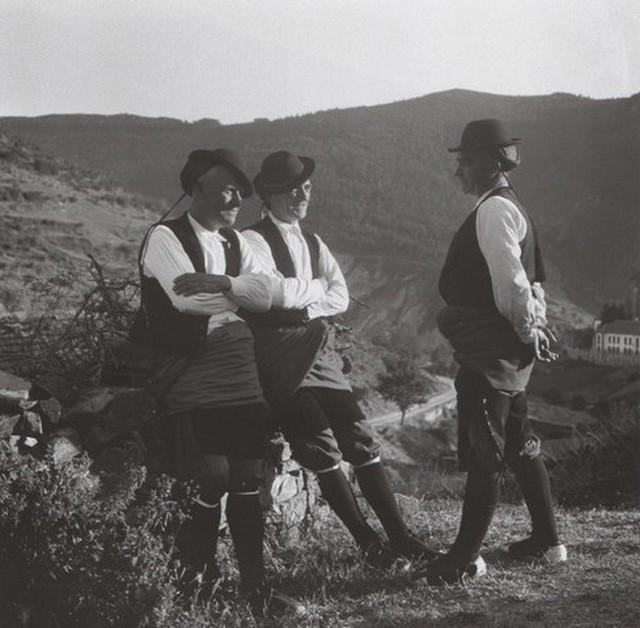 antiguas Ansó. Trajes masculinos de diario. Foto de Alfonso Foradada