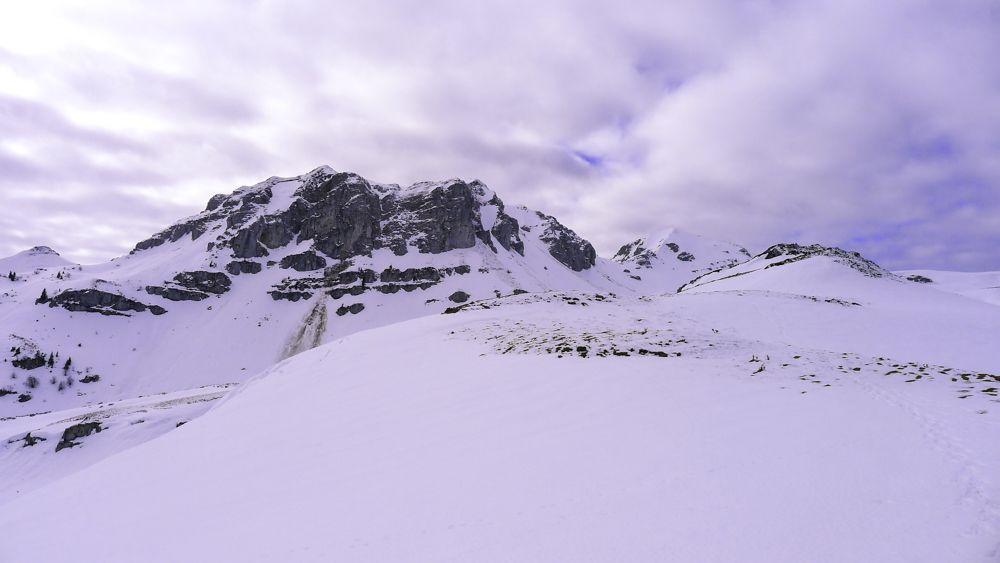 El rocoso Pic Montagnon delante del Mailh Massibé