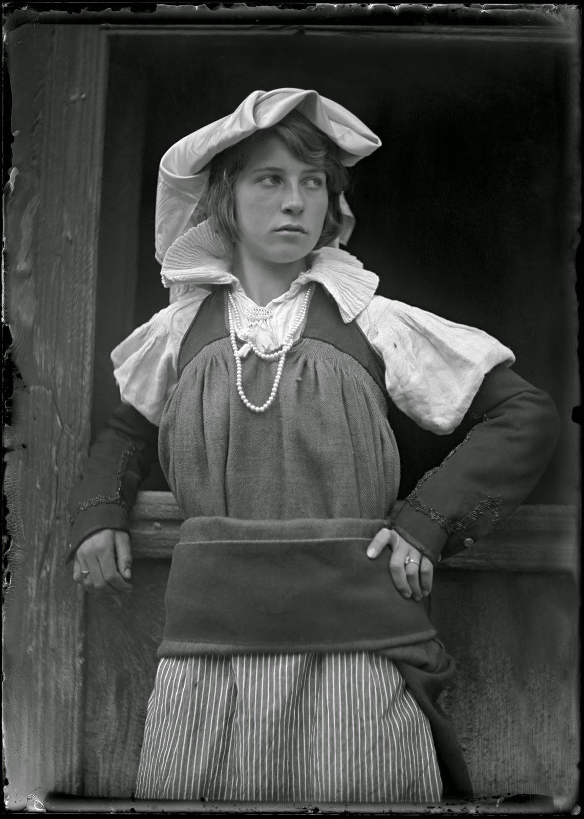 joven mujer pirineo foto antigua