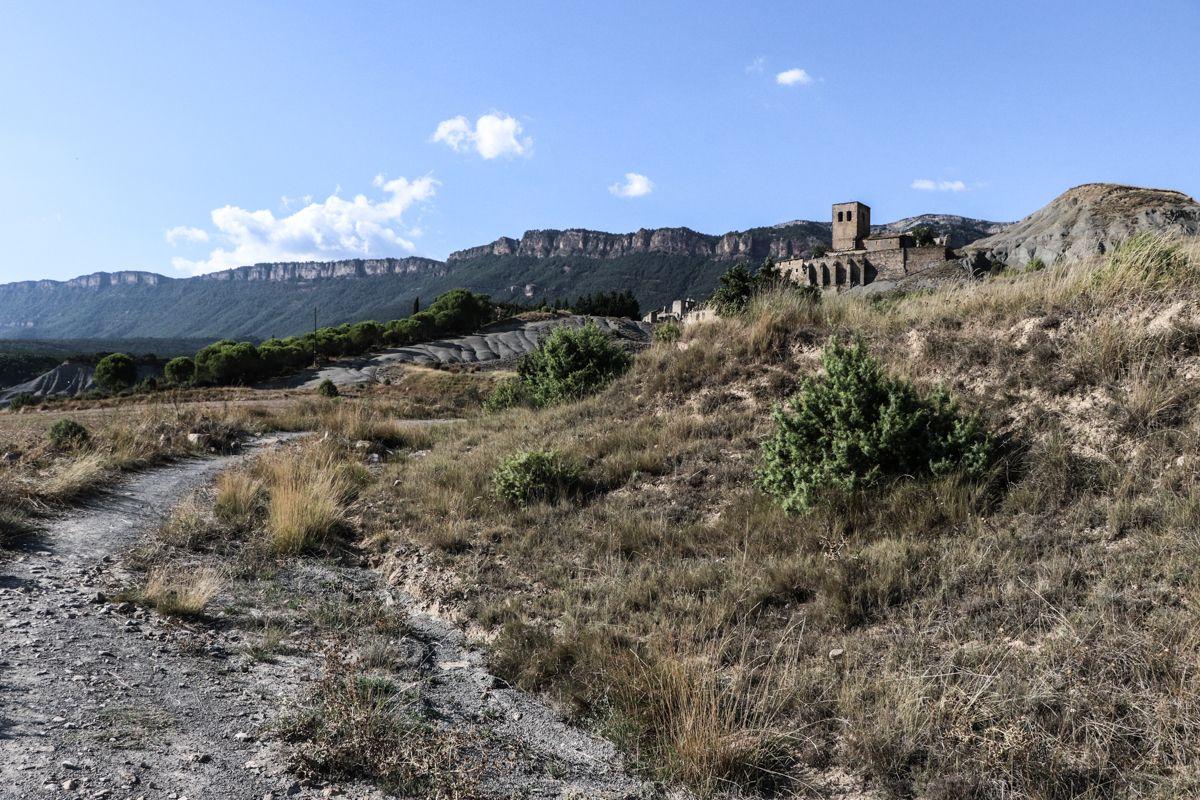 Esco pantano de yesa pirineo cima norte pueblos abandonados expropiados