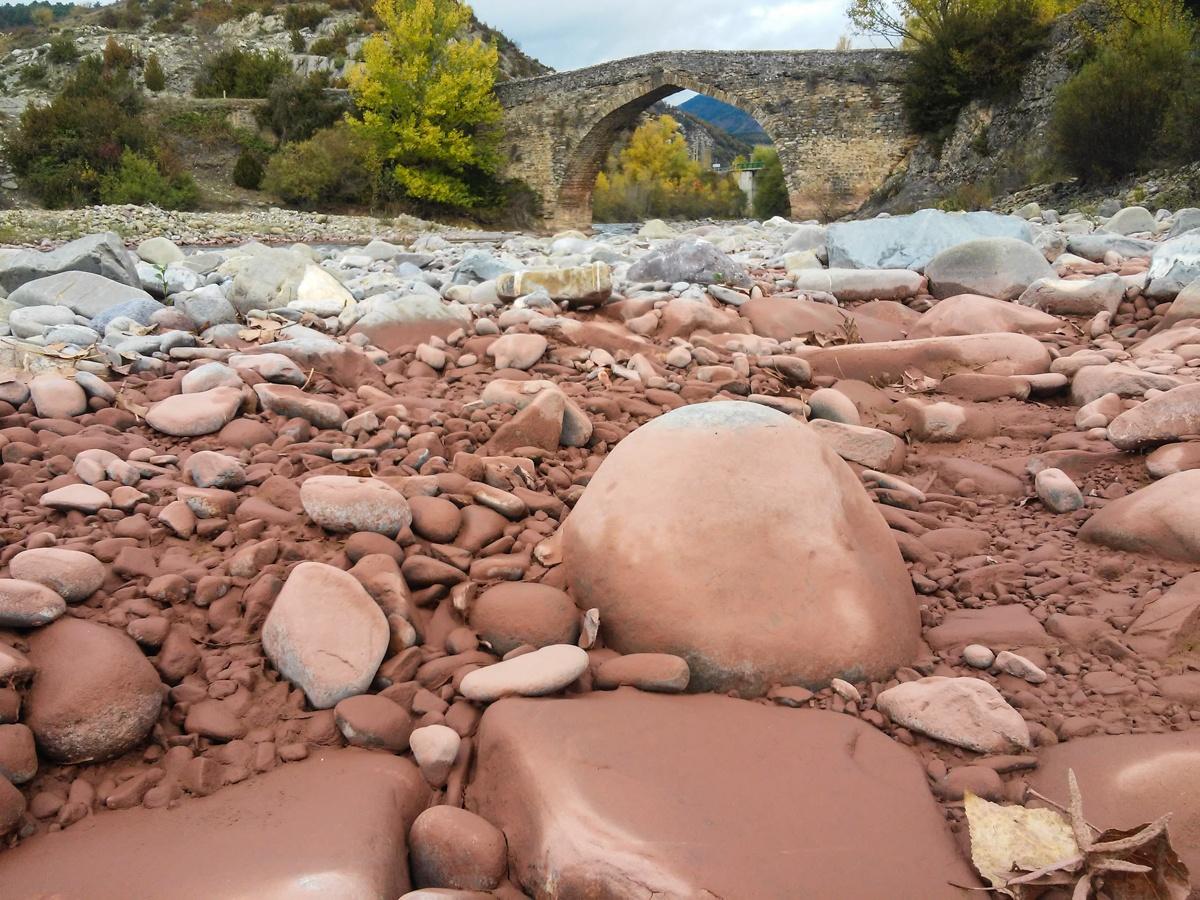 El Aragón Subordán transporta los materiales rojos procedentes de la cabecera de su cuenca.