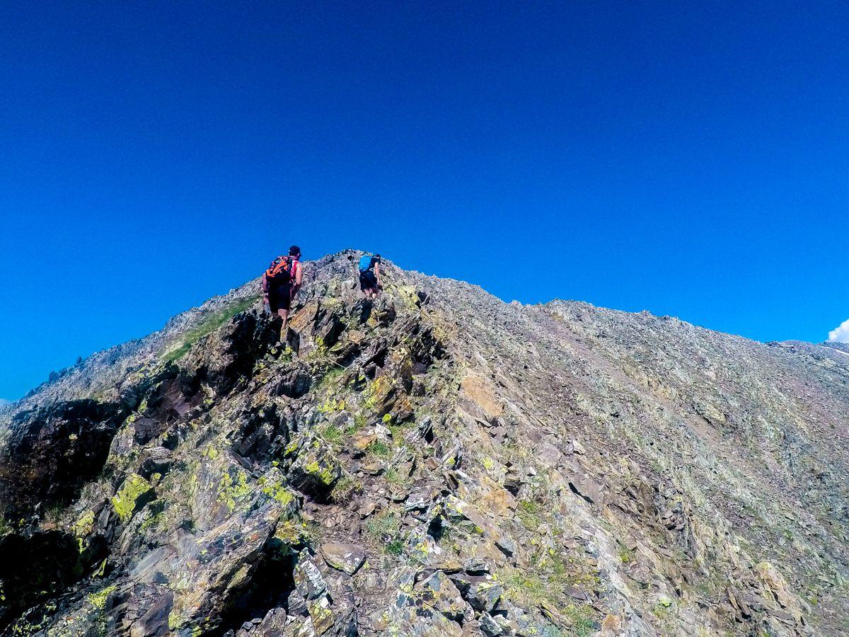 pico musales desde el embalse de la sarra sallent de gallego pirineo