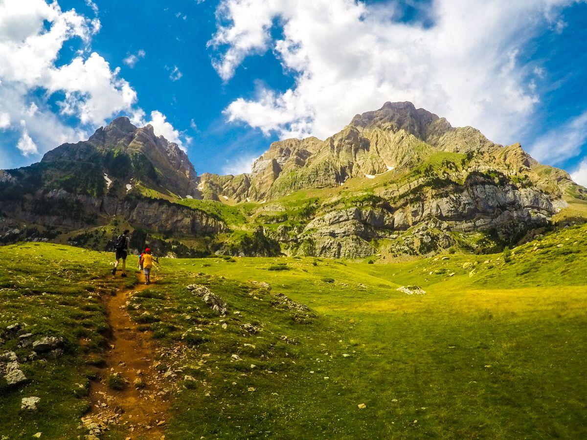 Ibón de Piedrafita Pirineo valle de tena cima norte