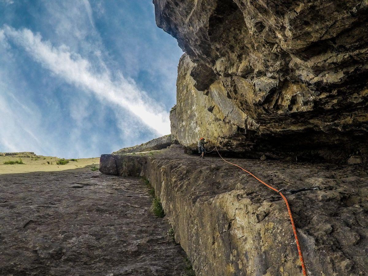 Escalada Chimenea del Estrato en la Bernera