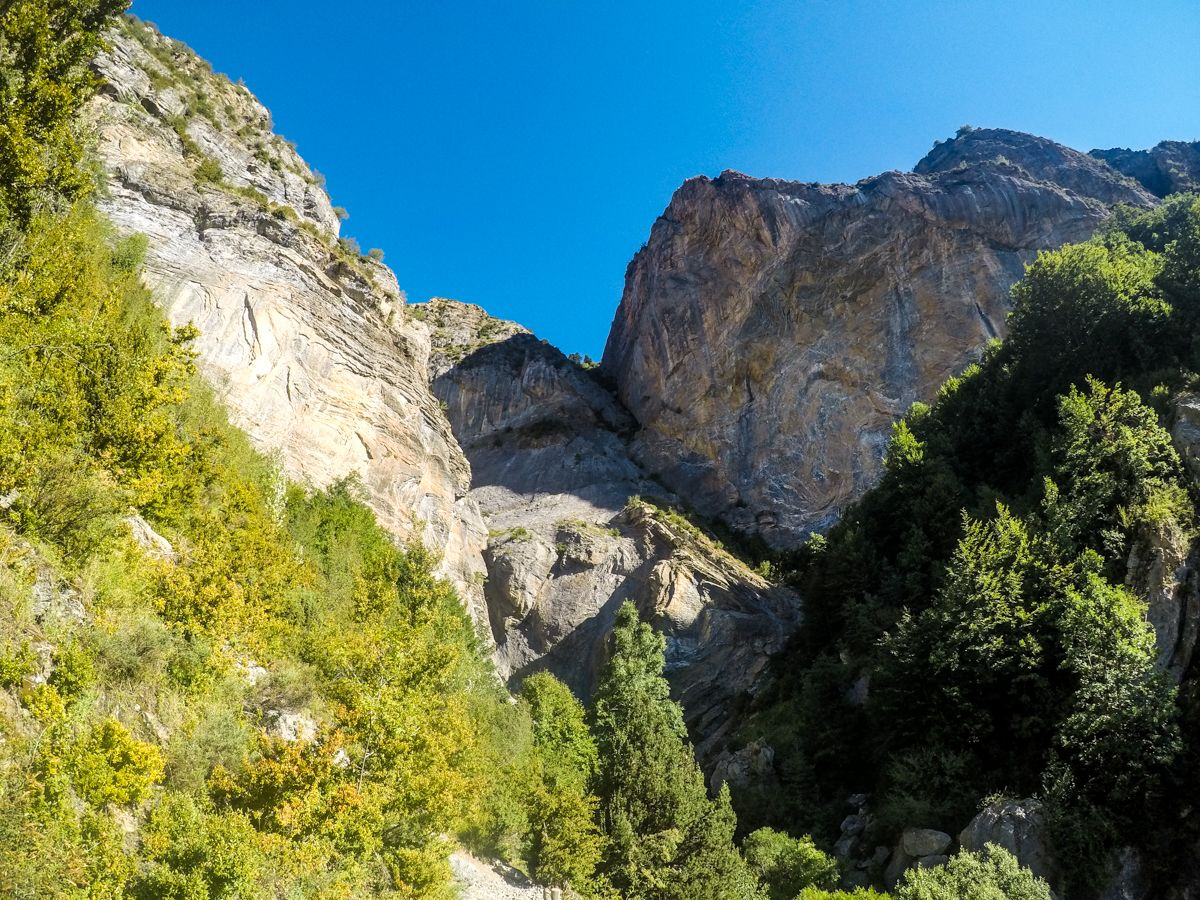 Excursion trekking senderismo salto o saldo de escarrila el cascada valle de tena