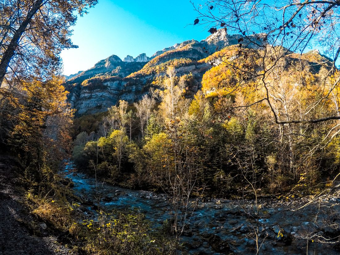 ordesa otoño cascada cola de caballo