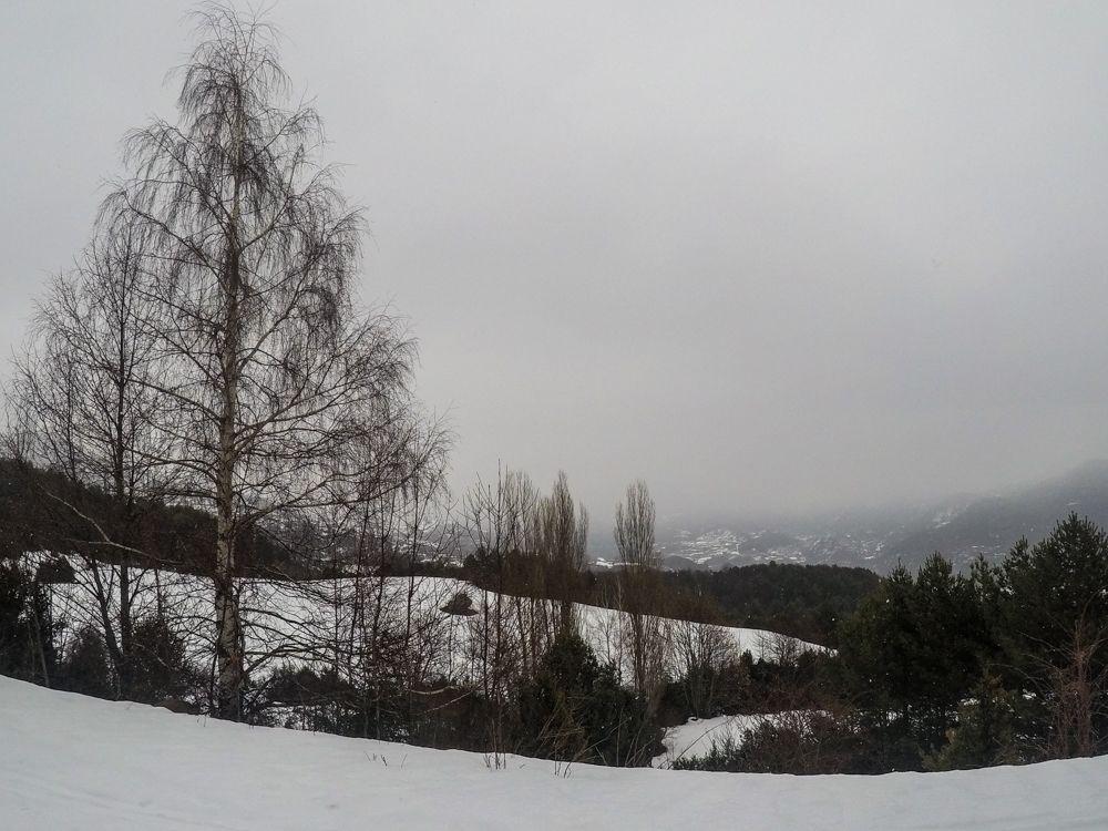 ibón de piedrafita con raquetas de nieve valle de tena