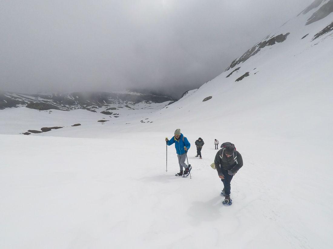 raquetas de nieve niebla