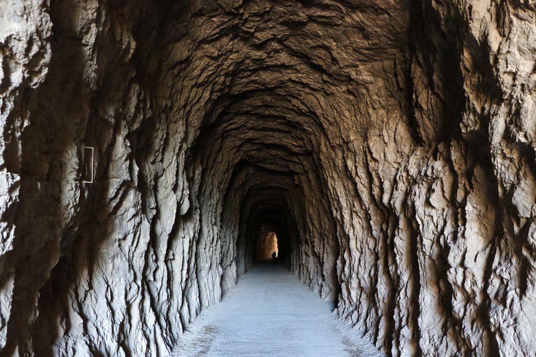 tunel roca antiguo tren lumbier