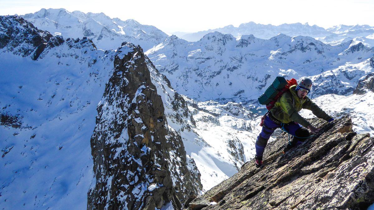 Diablos en el macizo del Balaitus cima norte pirineo