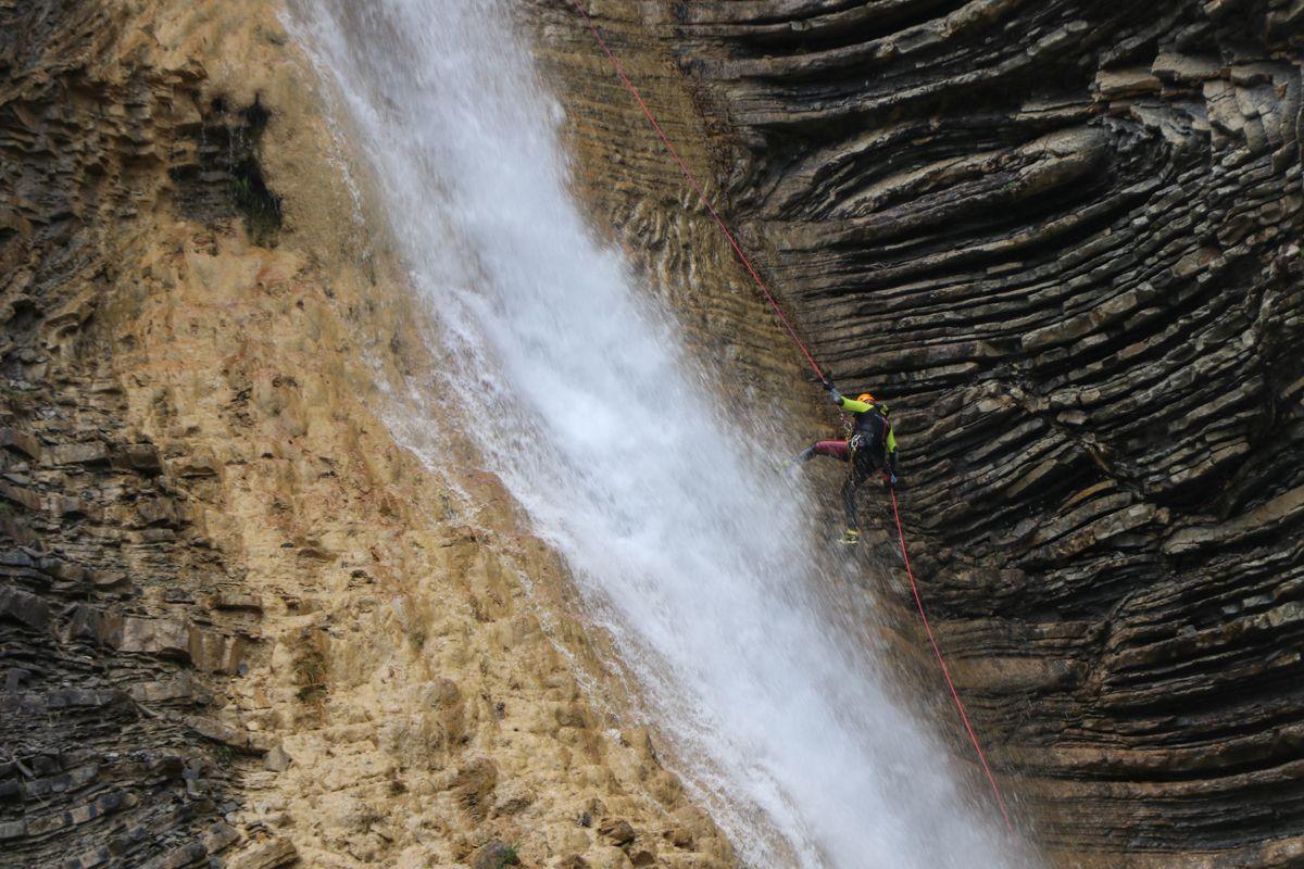 cascada de orós bajo barranco-dos-lucars barranquismo