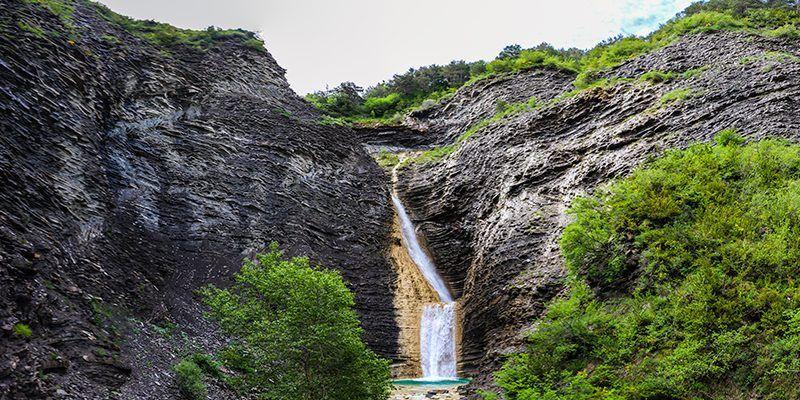 cascada oros bajo cima norte pirineo