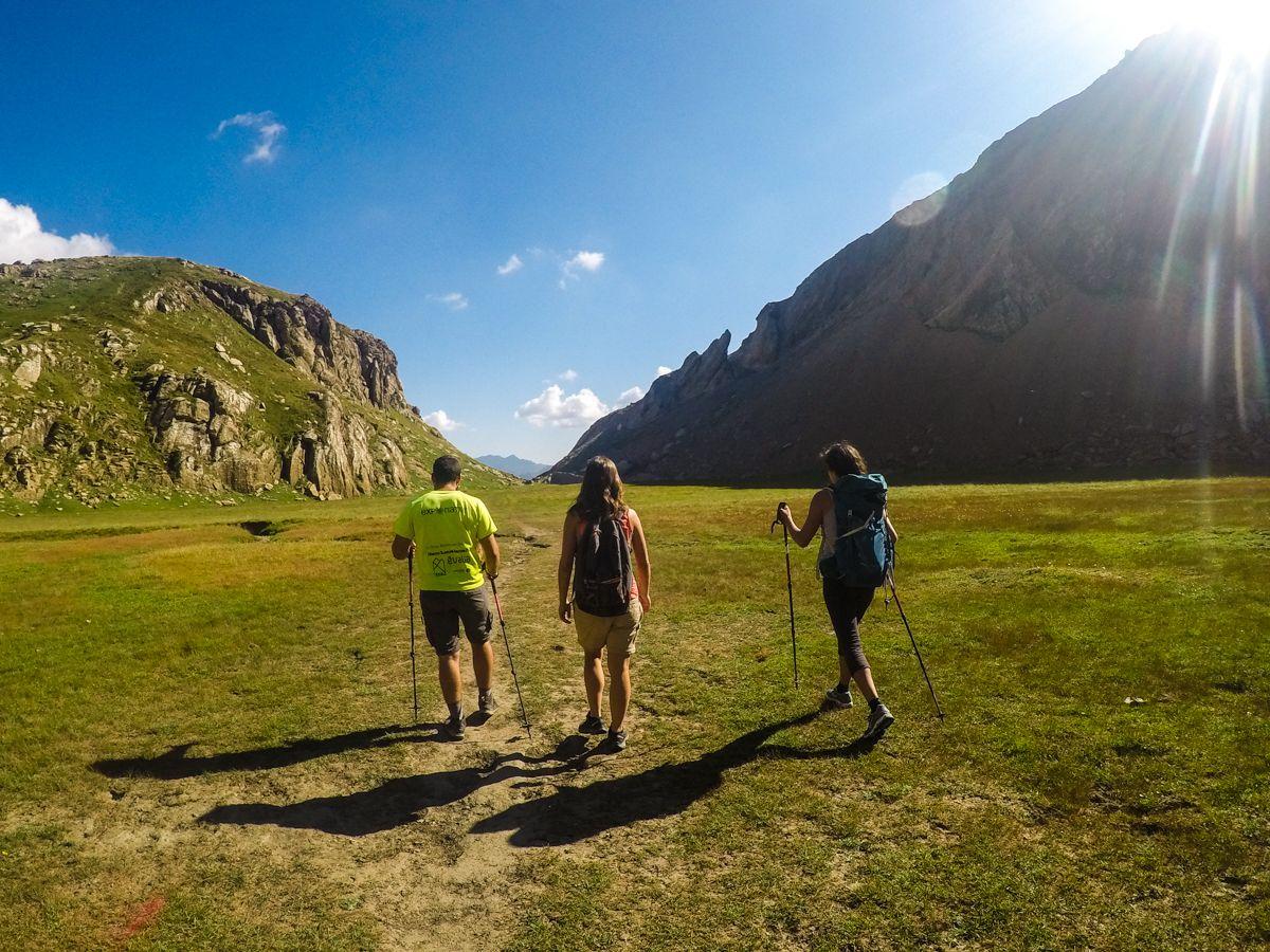 ibón de estanes ruta valle de los sarrios lizara refugio