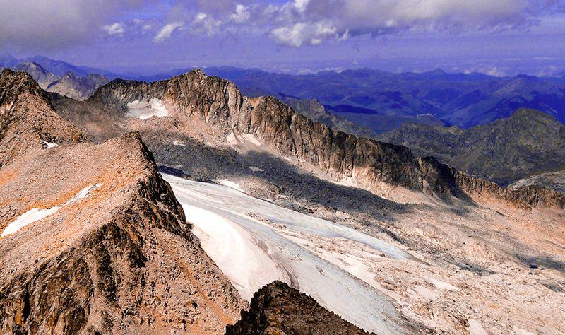 glaciar aneto maladeta pirineo