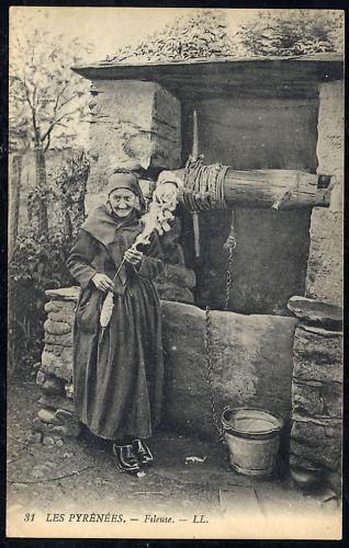 mujer hilando pirineo foto antigua